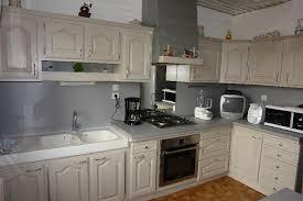 cuisine rustique repeinte en gris rnover une cuisine en chne massif trendy cuisine equipe chne gris