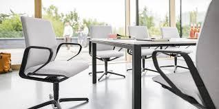 Schreibtisch Mit Kufen Konferenzstuhl Mit Armlehnen Sternförmiger Fuß Stoff Se Line