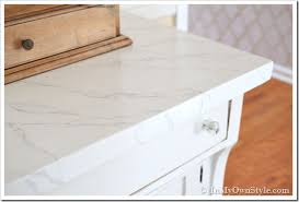 faux carrara marble painting technique fo makeover furniture