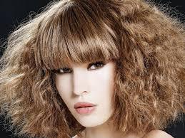 coupe de cheveux a la mode tendance coiffure 2017 si on osait la frange closer