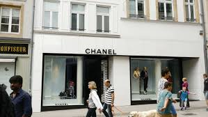siege chanel luxembourg luxembourg circa 2016 wealthy tourists admiring the
