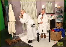 ellen halloween horror nights 2015 madonna u0026 ellen degeneres sing u0027dress you up u0027 in bathroom robes