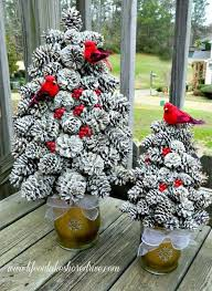 Garden Crafts To Make - diy pine cone crafts to decorate your home home design garden