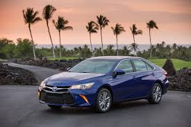 how does the toyota camry hybrid work 2017 toyota camry hybrid reviews and rating motor trend