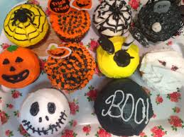 amateurishly decorated halloween cupcakes behgopa