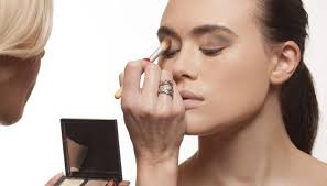 how to become makeup artist how to become a successful freelance makeup artist career trend