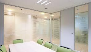 cloison vitr bureau vitrophanie pour personnaliser les cloisons de verre espace