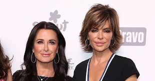 kyle richards hair extensions wow lisa rinna looks amazing with hair extensions extratv com