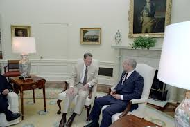 reagan oval office file reagan s meeting with oleg gordievsky in the oval office 12