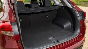 hyundai tucson trunk space hyundai tucson suv practicality boot space carbuyer