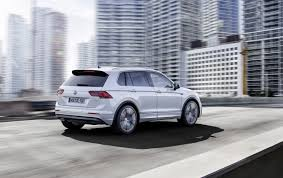 volkswagen suv 2016 all new 2016 volkswagen tiguan gets compared to the old suv