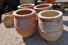 vaisselle en terre cuite jarre en terre cuite marocaine pour jardin carnet de voyages