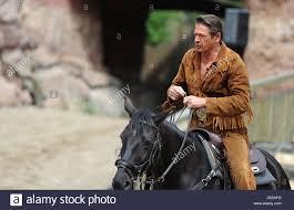 Bad Segeberg Winnetou Schauspieler Joshy Peters Als Old Shatterhand Posiert Mit Einer