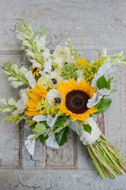 bouquet of sunflowers warmth and happiness 20 sunflower wedding bouquet ideas