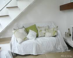 jeté de canapé blanc visite le salon séjour entre shabby chic et design scandinave