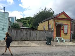 shotgun house file classic new orleans shotgun house jpg wikimedia commons