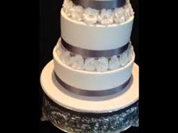 silver wedding cakes classic white silver wedding cake with sugar roses
