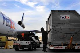 fedex delivery thanksgiving fedex ups and postal service scramble to cope with peak holiday