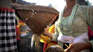 wedding gift indonesia bali august 2016 balinese traditional wedding gifts given as