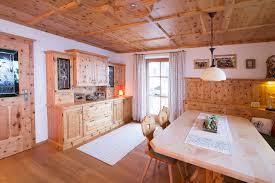 Schlafzimmer Holz Zirbe Zirbenstubn Im Modernen Oder Traditionellen Look Laserer