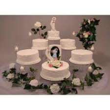 fasheh wedding a 5 tiered solid red wedding cake accented with