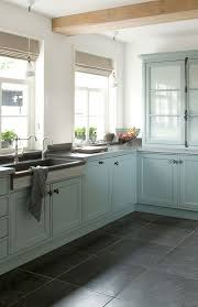 Kitchen Floor Cabinets by Best 10 Vintage Kitchen Cabinets Ideas On Pinterest Country