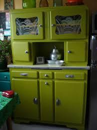 meuble cuisine vert anis restauration et relooking d un buffet ées 50 merveilles de