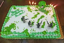 bakery cake with green piping i