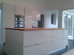 meuble cuisine laqué blanc plan de travail laque blanc maison design bahbe cuisine laqué et