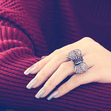 girl hand rings images Musely jpg