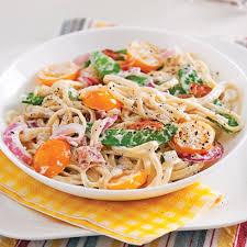 cuisiner des pois mange tout linguines aux tomates pois mange tout et tzatziki soupers de