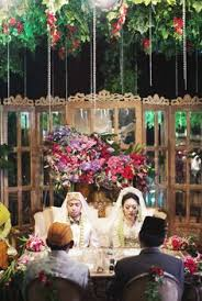 traditional sundanese wedding with a magical indoor garden 014