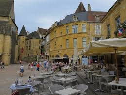 bed breakfast in sarlat 24 périgord dordogne les peyrouses the square picture of sarlat perigord noir tourist office