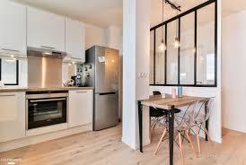 cuisine verriere une cuisine ouverte avec coin repas et verrière atelier