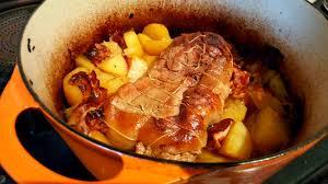 cuisine cocotte en fonte la cuisine claudine rôti de veau au pineau à la boulangère