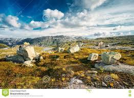 与蓝天的山风景在挪威旅行在scandinav 库存照片 图片 74516398