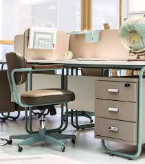 How To Organize A Small Desk by How To Decorate Your Work Desk Mohm