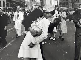 halloween background ww2 sailor who kissed a nurse in famous wwii photograph dies aged 86