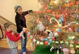 kids trim christmas tree at children u0027s library news the times