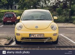 volkswagen beetle yellow yellow volkswagen beetle car parked stock photos u0026 yellow