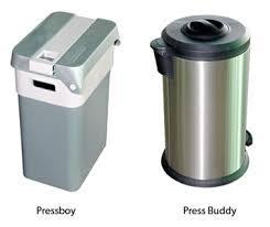compacteur cuisine duel entre deux poubelles à compacter