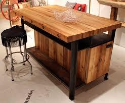 ilot de cuisine en bois ilot cuisine bois cuisine bois et blanc dans un appartement en 25