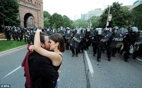 Vancouver Riot Kiss Meme - g20 summit protests turn violent as more than 500 demonstrators