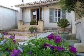 chambre hote vaucluse belles chambres d hôtes avec piscine dans un domaine viticole dans