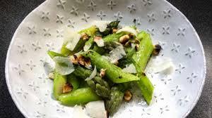 cuisine asperges vertes asperges vertes et noisettes grillées recette par lutsubo