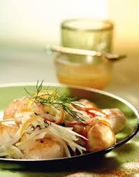 cuisiner le fenouil à la poele jacques poêlées sur lit de choucroute de fenouil sauce aux