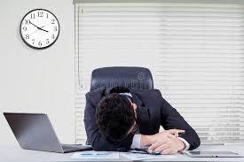 de sexe dans un bureau travailleur de sexe masculin surchargé dormant dans le bureau photo