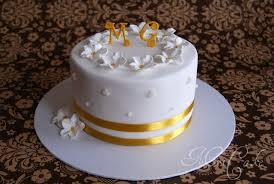 torte hochzeitstag sarahs torten und cupcakes ein traum in gold und weiß