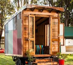 How To Build A Shed Out Of Wooden Pallets by 20 Diy Pallet Shelter Designs That Will Have You Living Large
