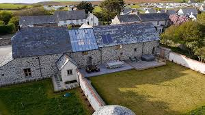 Uk Barn Conversions For Sale Couple Buy Derelict Cornish Barn And Transform It Into 1 25